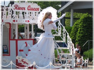 2005_apple_blossom_parade_deer_park_river_queen_float