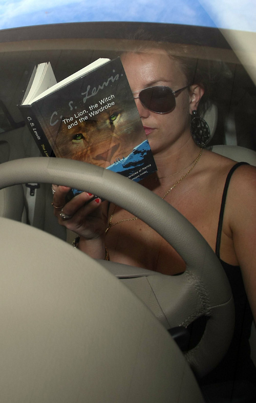Actual photo evidence of B. Spears reading