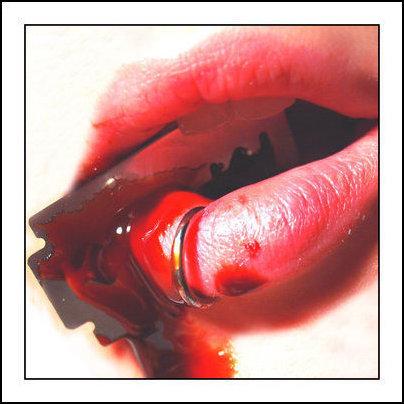 razor-blade-lips